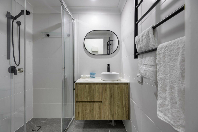 Amaroo_Apt 101B Bath a